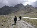 tibet-kailash-08-kora-21-walking-towards-dirapuk-in-the-hail